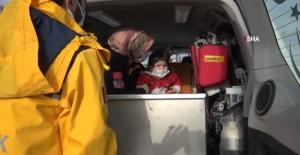 Hastalanan Aylin bebeğe paletli ambulansla ulaştılar