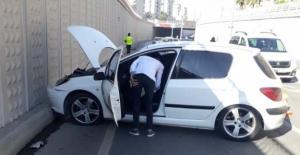 Otomobil beton duvara çarptı: 1 yaralı