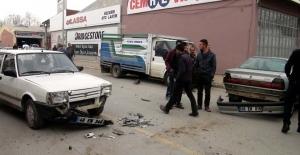 Sanayi sitesinde zincirleme trafik kazası: 2 yaralı
