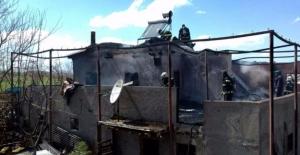 Yangın bir aileyi evsiz bıraktı
