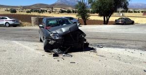 Elbistan'da otomobiller çarpıştı: 3 yaralı
