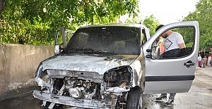 Elbistan'da seyir halindeki araç yandı