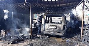Tandırlıkta çıkan yangın kamyoneti kullanılamaz hale getirdi