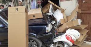 Ehliyetsiz sürücü otomobille iş yerinde girdi: 1 yaralı