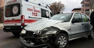 Otomobil ile Cip Çarpıştı: 2 yaralı