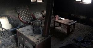 Elbistan Belediyesi'nden evi yanan aileye yardım eli