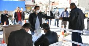 Elbistan Belediyesi 4 Ayrı Noktada Maske Dağıtımına Başladı