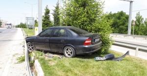 Kontrolden çıkan otomobil orta refüje çıktı: 1 yaralı
