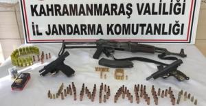 Elbistan'da otomobilde Kalaşnikof ile 2 tabanca ele geçirildi