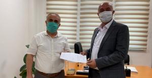 AK Parti İlçe Başkanı Tıraş, mazbatasını aldı
