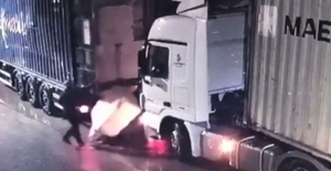 İplik balyasının altında kalan şoför öldü