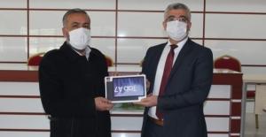 Elbistan'da bakanlığın gönderdiği tabletler öğrencilere dağıtıldı