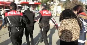 Oto hırsızı biri kadın 2 kişi tutuklandı