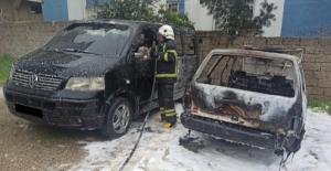 Çocukların oyunu park halindeki 2 aracı yaktı