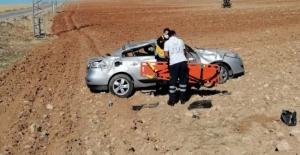 Elbistan'da kontrolden çıkan otomobil takla attı: 2 yaralı