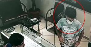 Polis kapkaççıyı camide yakaladı