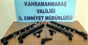 Polis yasa dışı 19 silah ele geçirdi