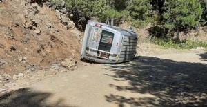 Hafif ticari araç devrildi: 1 yaralı