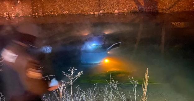 Ceyhan Nehrine düşen otomobilin sürücüsü son anda kurtarıldı