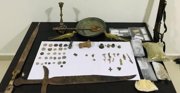 Polisten uyuşturucu ve tarihi eser operasyonu