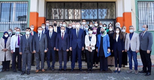 Bakan Selçuk, 20 okulun açılışını yaptı