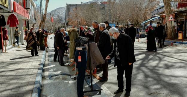 Elbistan Belediyesi'nin başlattığı indirim sokağına ilgi büyüktü