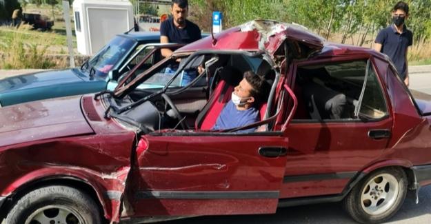 Elbistan'da otomobil, yol temizleme aracına çarptı: 1 yaralı